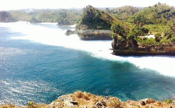 pantai tersembunyi di Malang